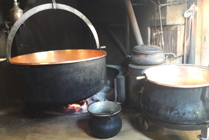 La fabrication authentique de fromage d'alpage
