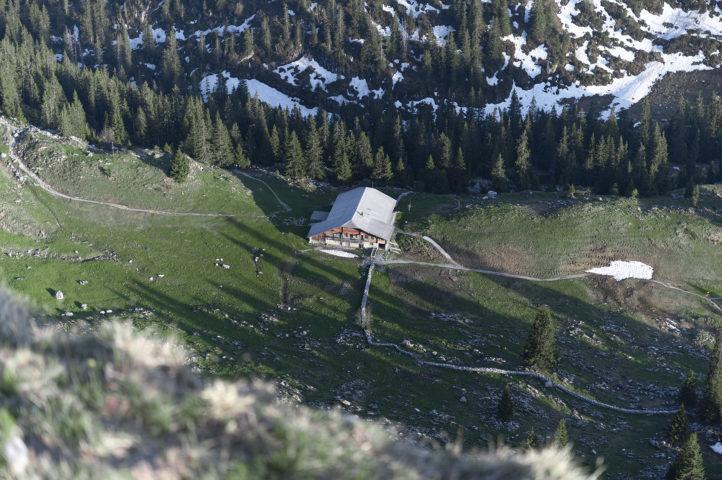 Aussicht auf die Hütte vom Strüssligrat aus