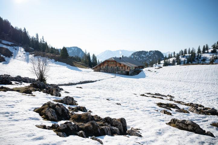 Die Oberstockenalp im Winterkleid an Ostern