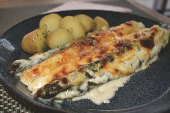 Asparagus with alp cheese sauce au gratin